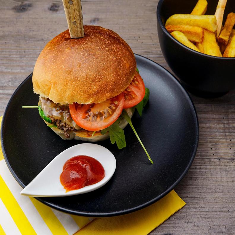 Venez déguster nos burgers maison et avec des produits frais. ... Restaurant in Boulogne-Billancourt, France.